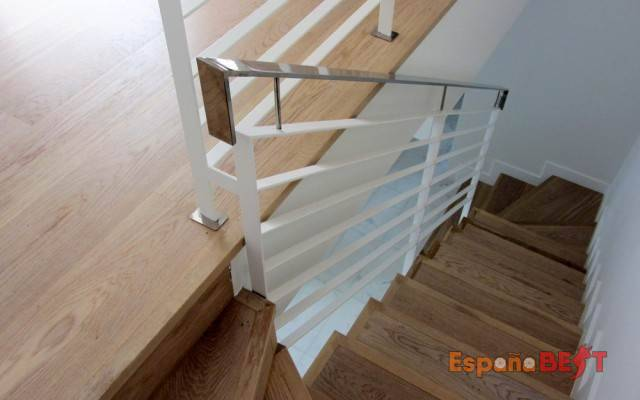 galeria-memoria-calidades-la-salamandra-adosados-sierra-cortina-detalles-escalera_5-es_grande-jpg-espanabest